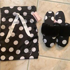 NEW Victoria's Secret Satin slipper w/bag